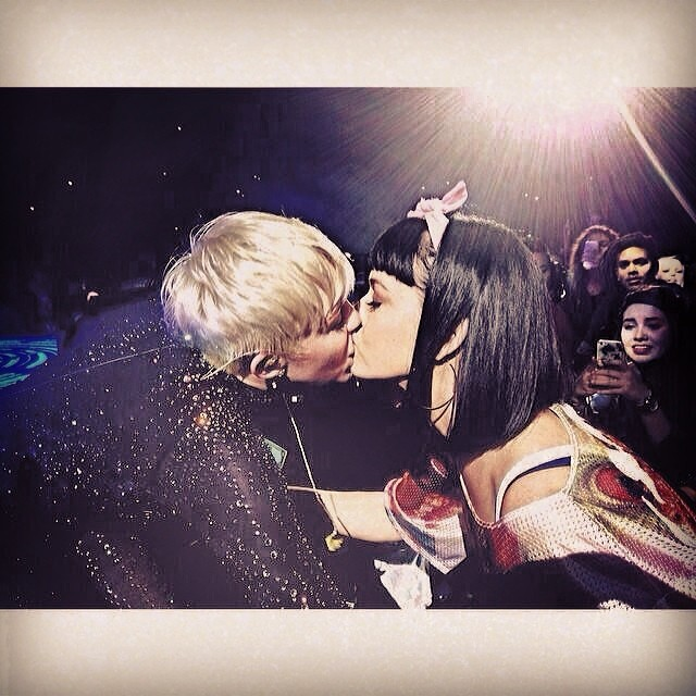 katy perry at miley show