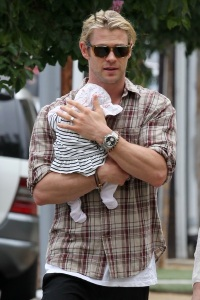 chris-hemsworth-twins-1