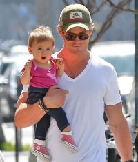 chris-hemsworth-twins-6