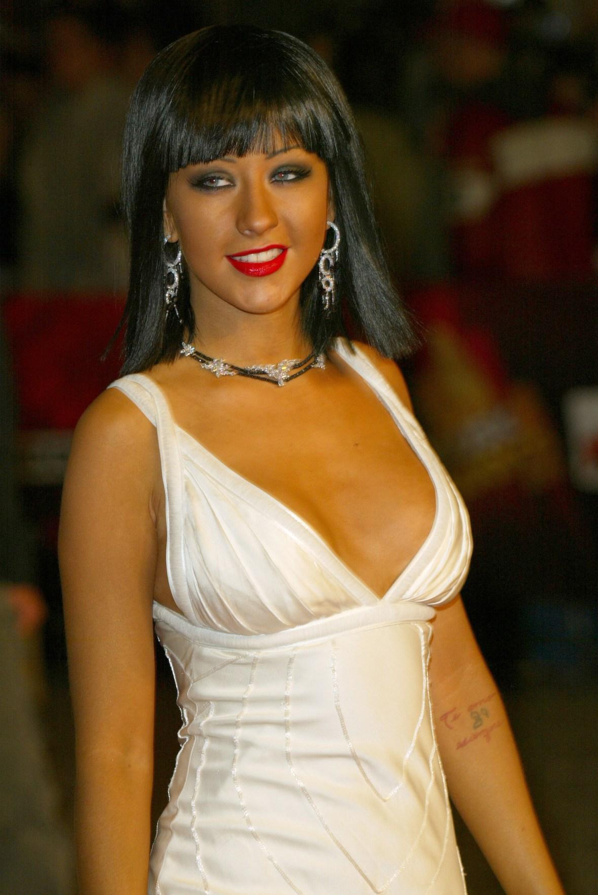 christina aguilera brunette tan