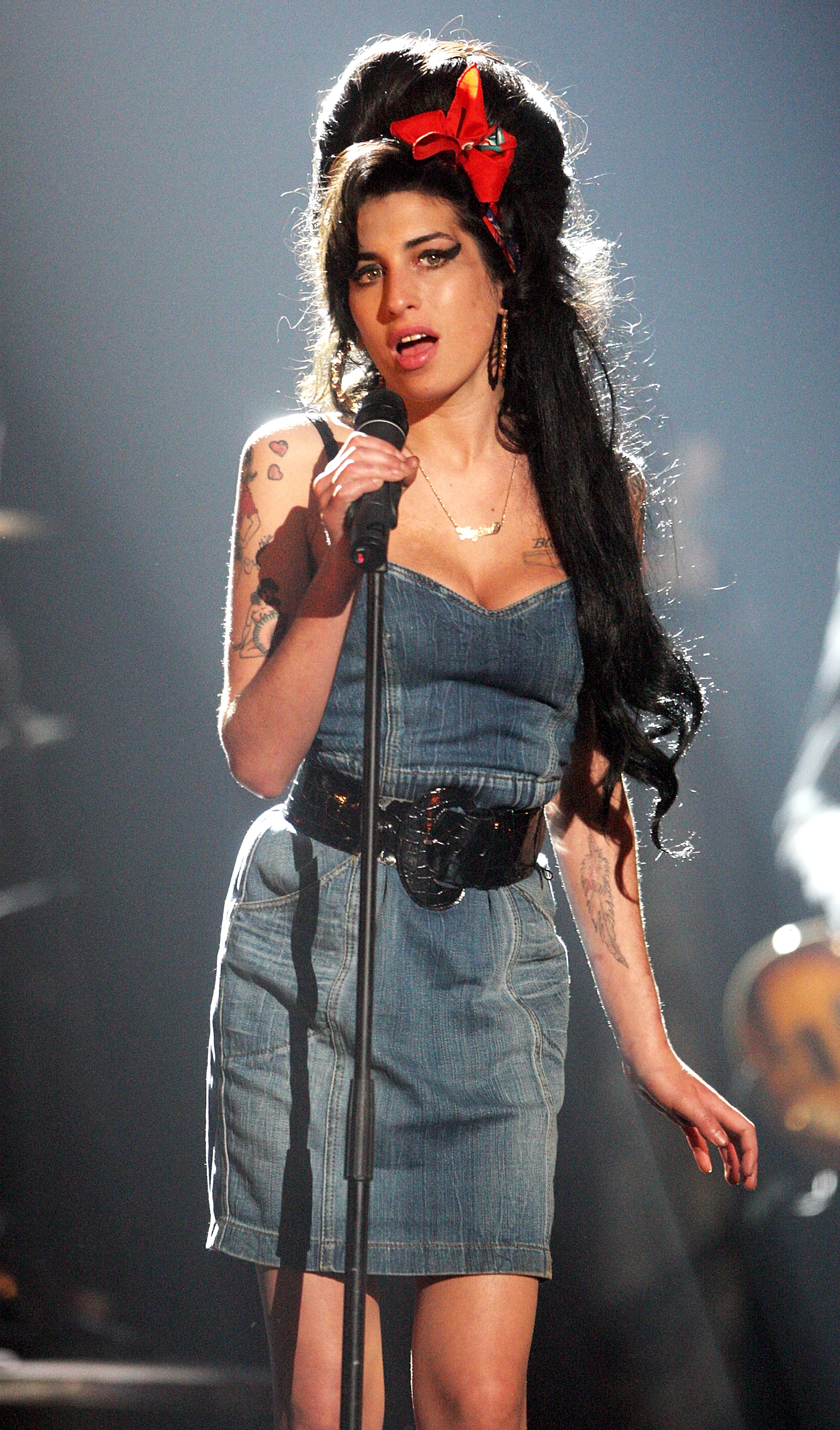 Amy Winehouse Leaked Photos footage of amy winehouse singing at the age of 14 will make