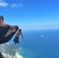 cliff-hangin-couple-4