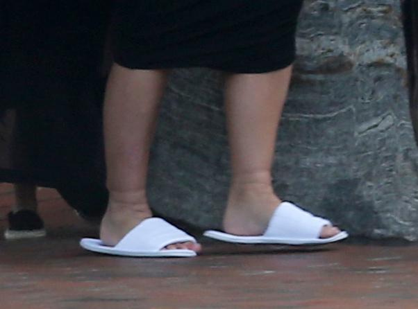 kim kardashian ankles 2