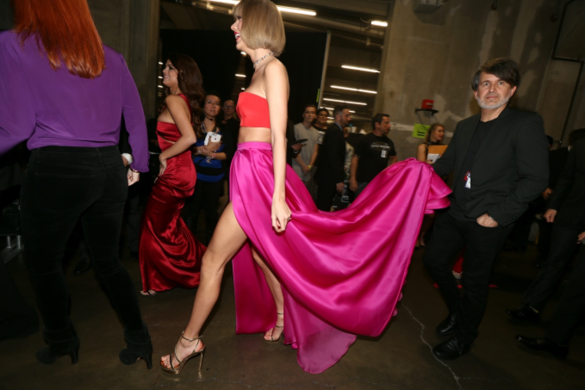 Taylor Swift Has Serious Diva Moment At The 2016 Grammys See The Pic Life Style