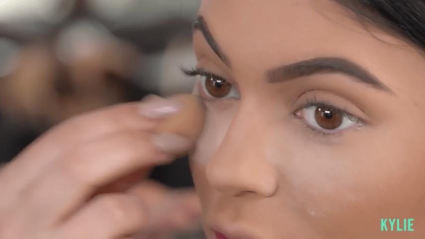 "Makeup Tutorial: Watch Kylie Jenner Turn Into a ""Smokey ..."