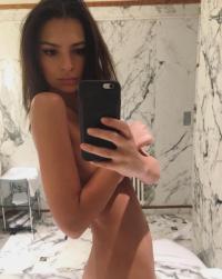 emily-ratajkowski-naked-selfie