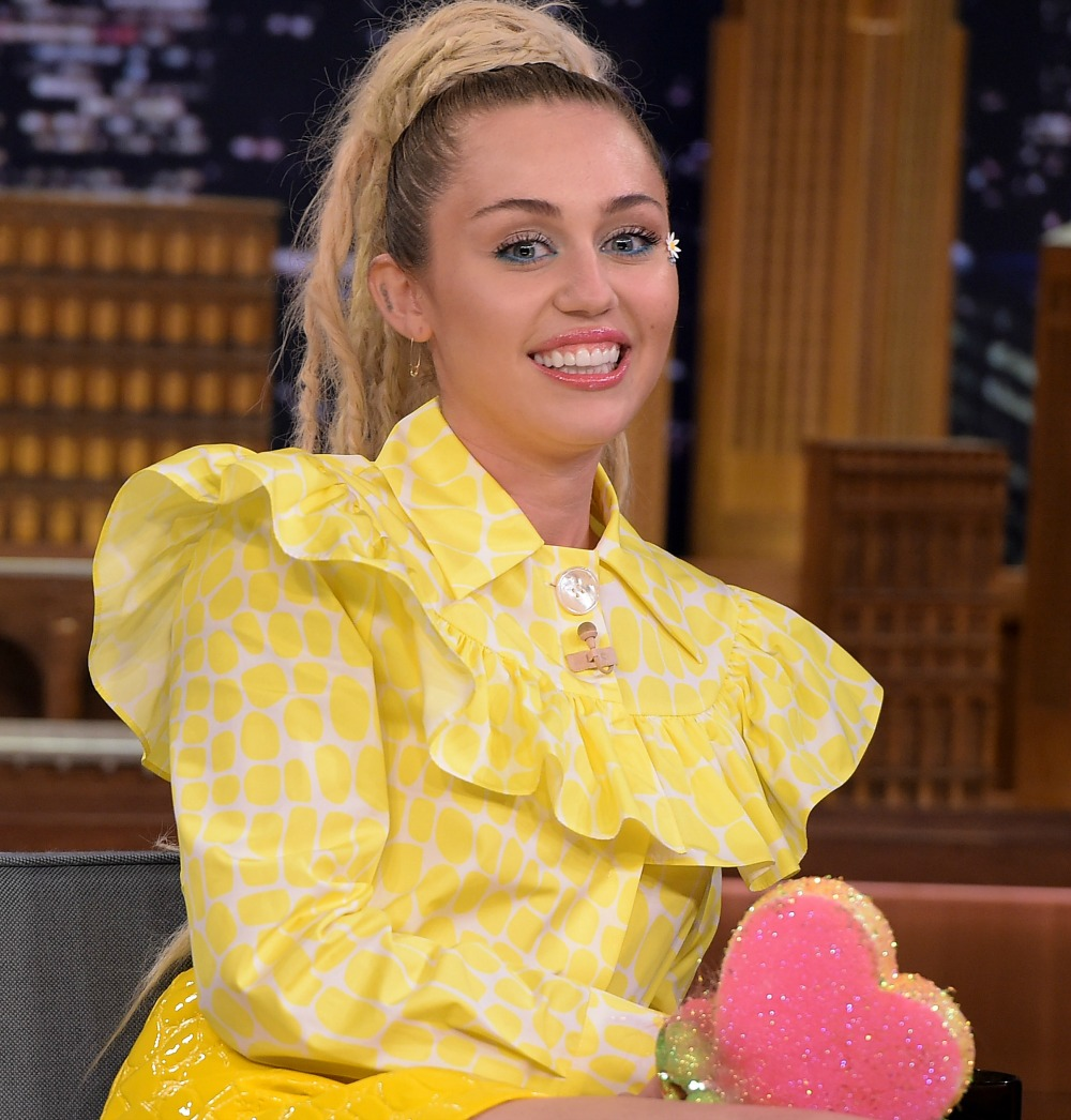 Miley Cyrus Shows Off Shaggy Bob And Bangs On Instagram See The Pic Life Style
