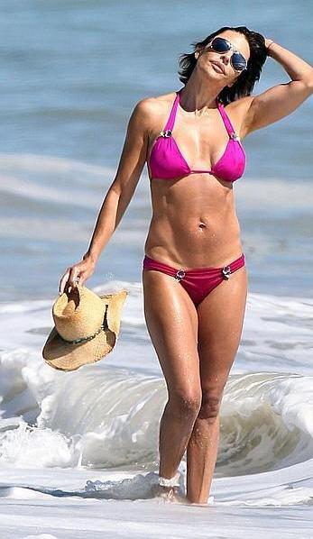 lisa rinna pink bikini