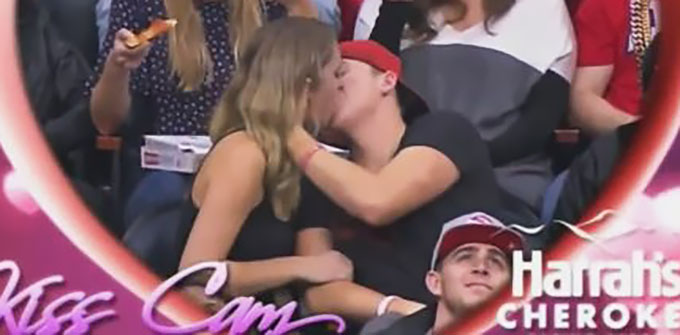 kiss-cam-pizza-eater