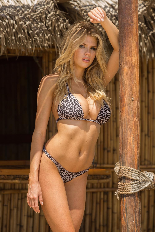 Tiny Bikini Flaunts Leopard In Charlotte Mckinney Curves Her 8OnPXk0w