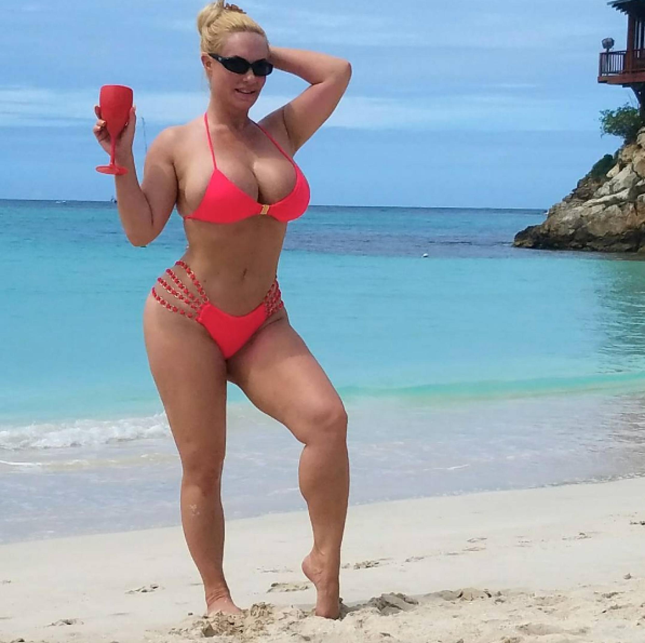 Cleavage Nicole Coco Austin nude (18 photo), Sexy, Cleavage, Selfie, cleavage 2015