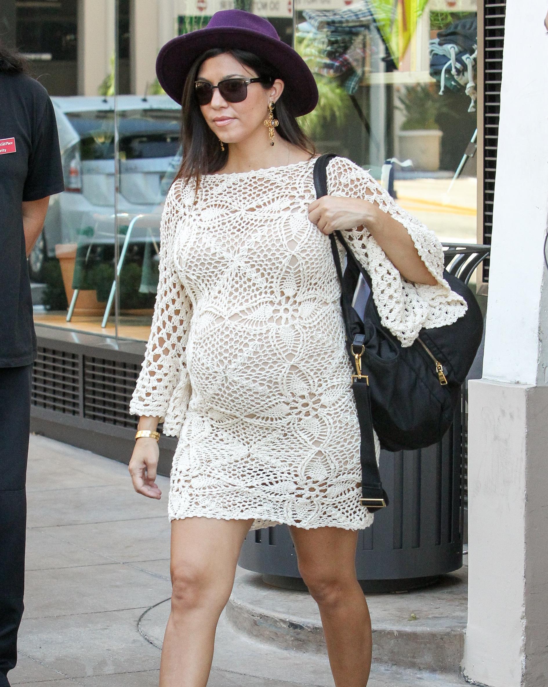 aedf7af431f23 Pregnant Kourtney Kardashian Shows Off Her Tiny Baby Bump on ...