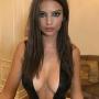 emily-ratajkowski-cleavage-boobs