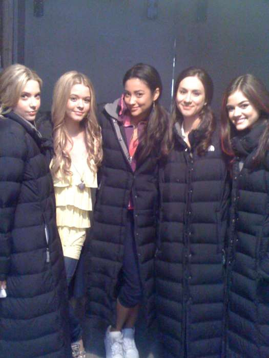 Pretty Little Liars': These Behind-the-Scenes Photos From