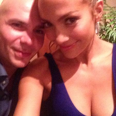 pitbull dating jlo