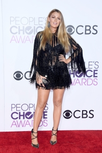 blake-lively-peoples-choice-awards-2017