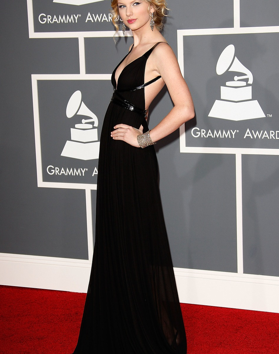 taylor swift s grammys red carpet looks see every ensemble she s ever worn https www lifeandstylemag com posts taylor swift grammys 124720