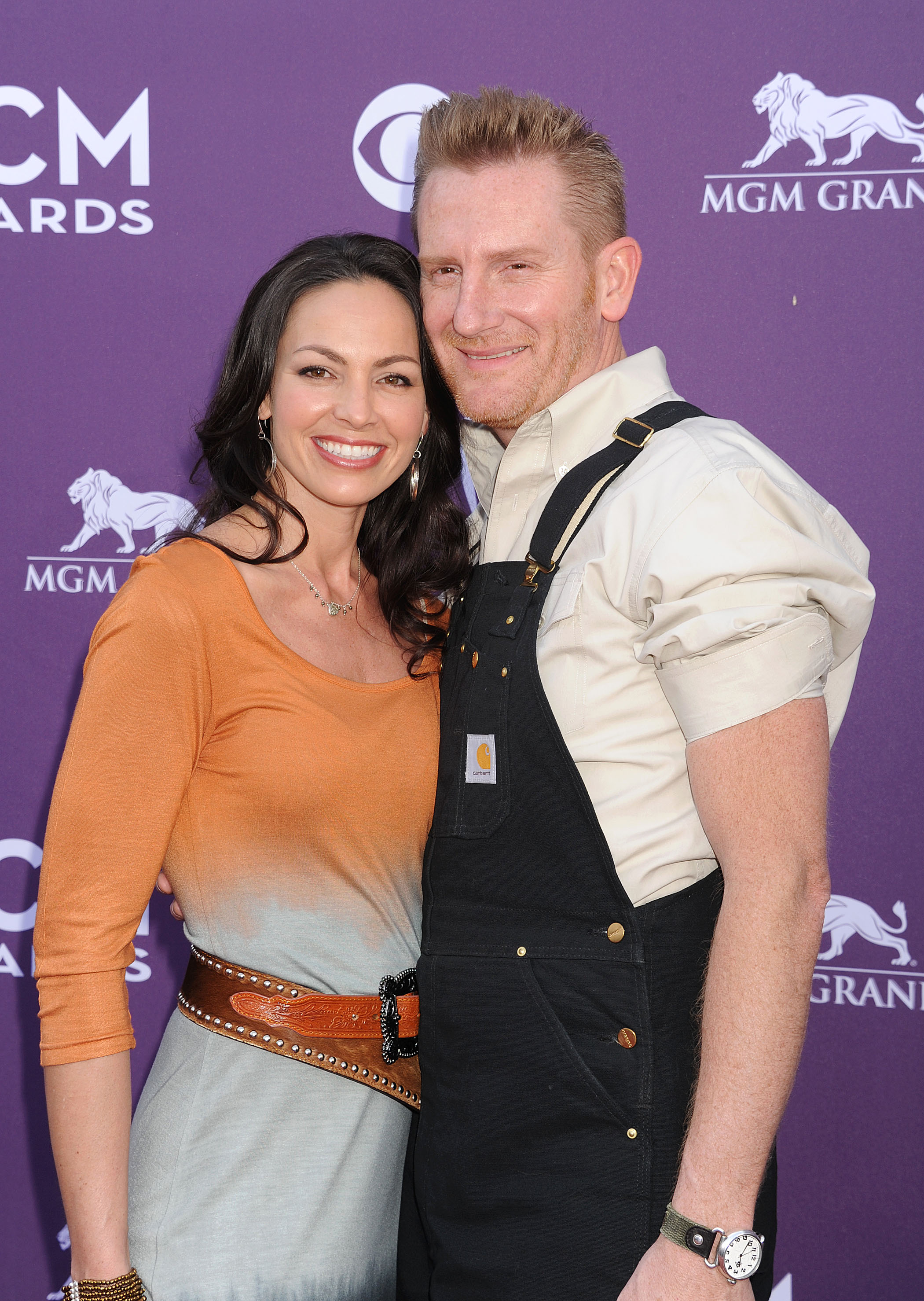 Rory Feek Posts Touching Instagram Tribute To His Wife Joey On The Anniversary Of Her Death They married in 2002 and first burst onto the national scene as a duo in 2008 after competing on cmt's 'can you duet?' prior to that, rory feek was a successful songwriter, penning hits like the chain of love for clay walker and some. https www lifeandstylemag com posts rory feek wife death instagram tribute 126953