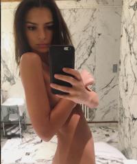 emily-ratajkowski-naked-instagram