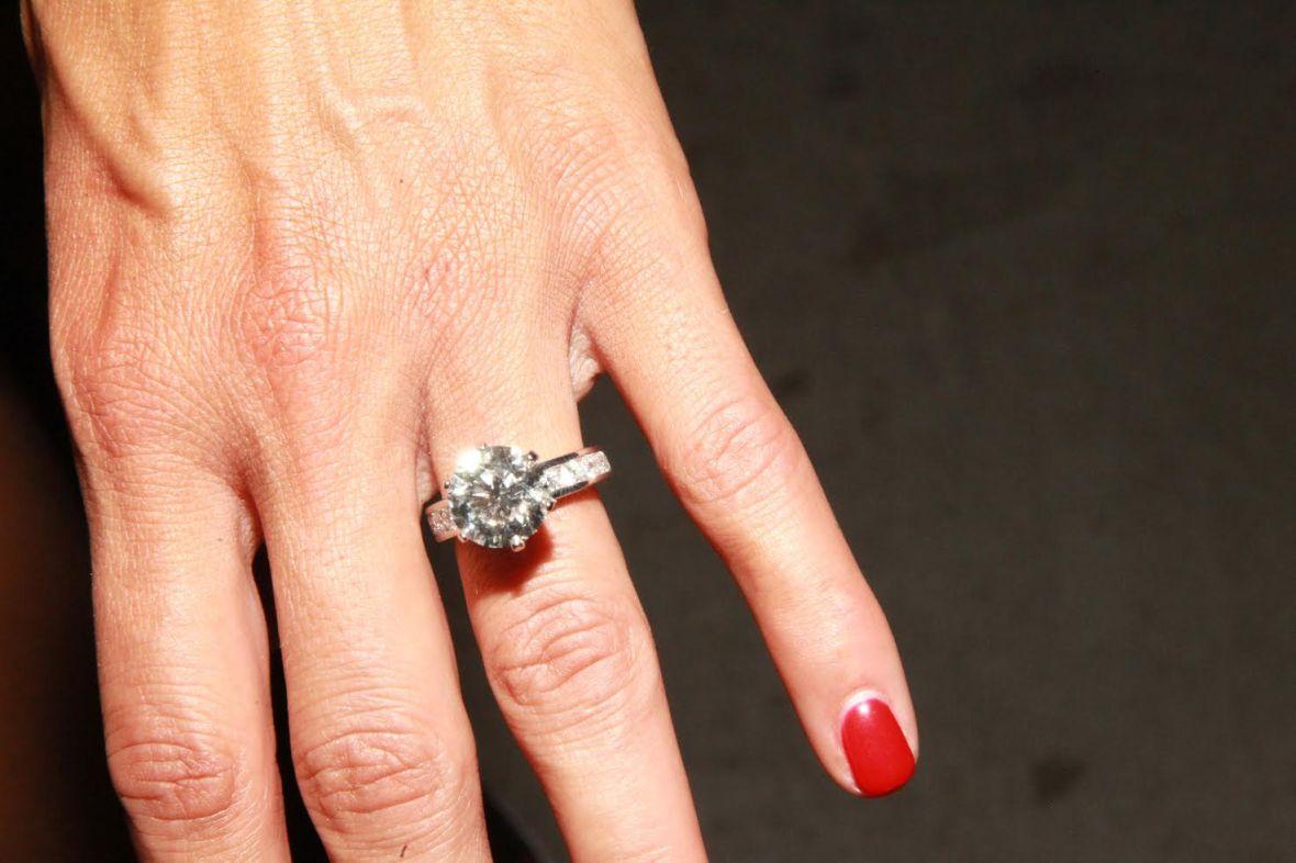 nikki bella engagement ring wwe