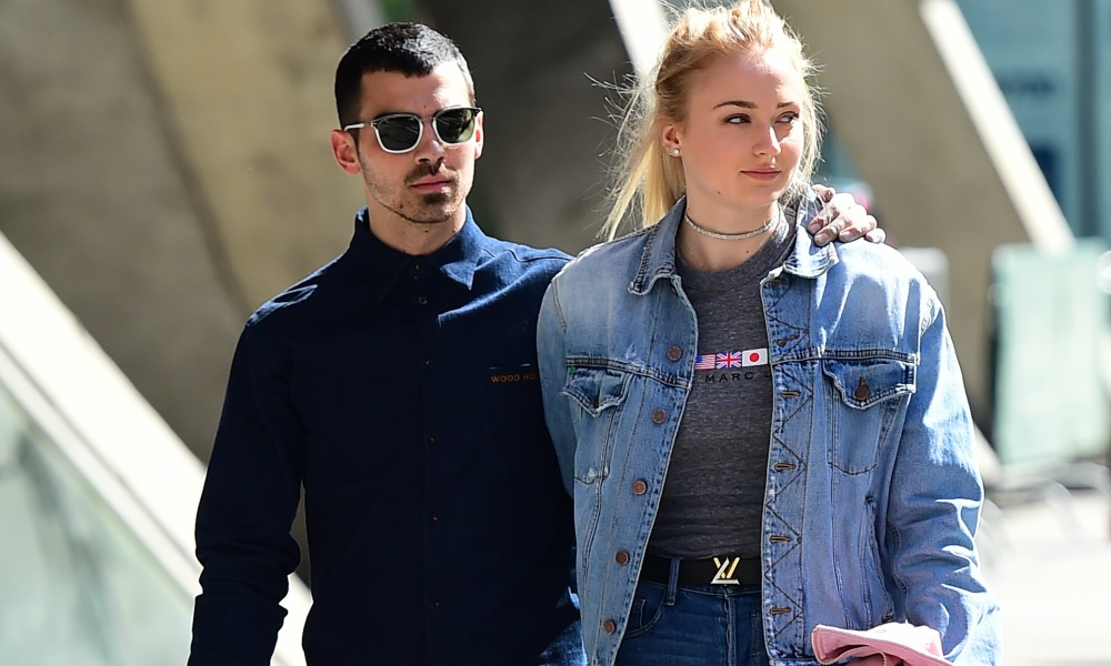 Joe Jonas, Sophie Turner, Walking