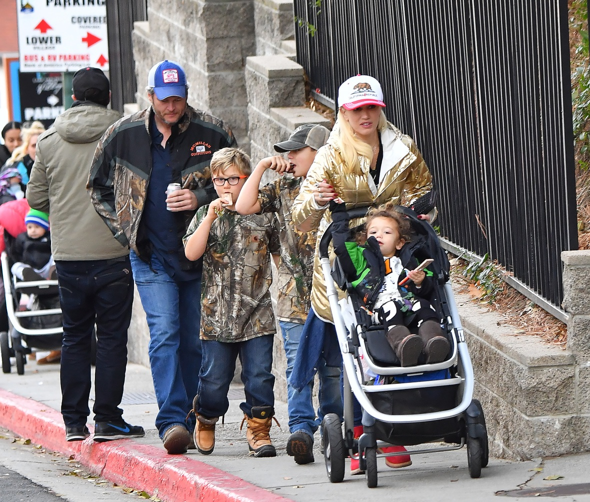 gwen stefani kids with blake splash