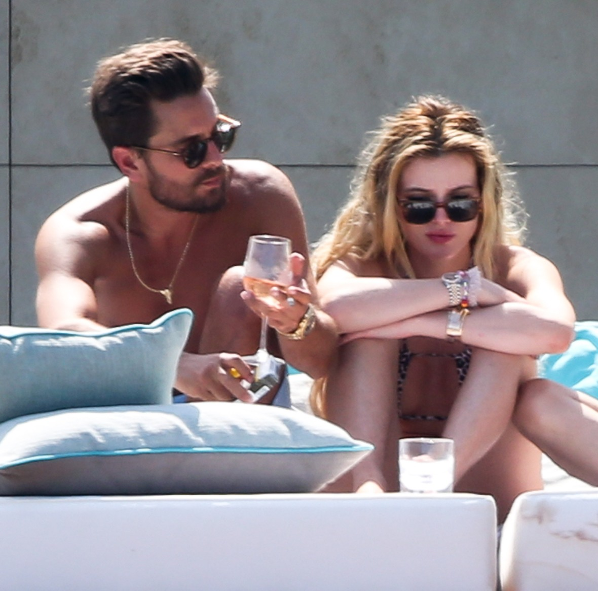 scott disick bella thorne splash