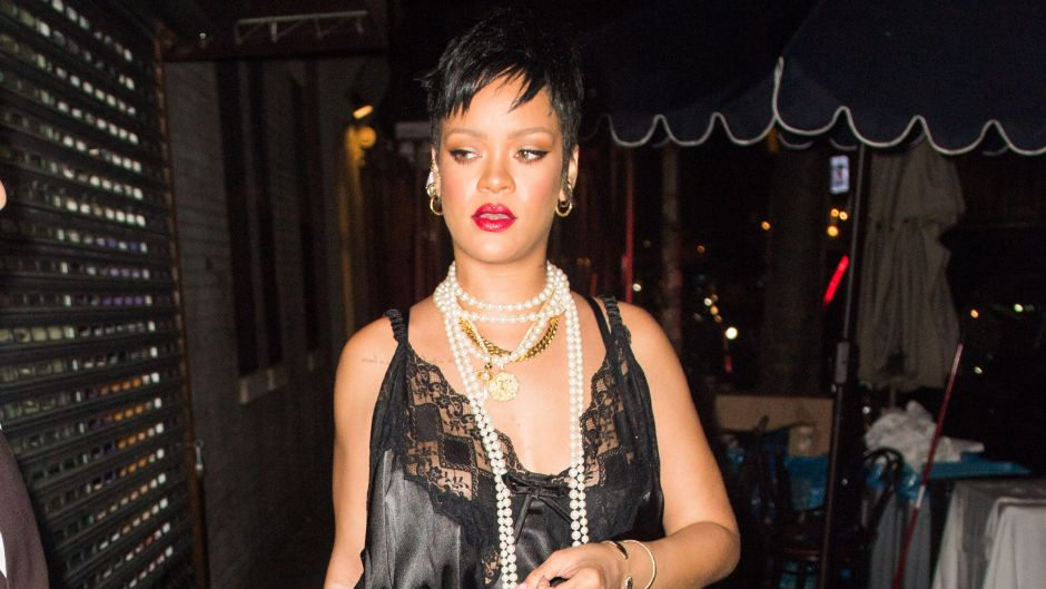 Rihanna's Staggering Net Worth Proves She Definitely Knows How to ~Work~