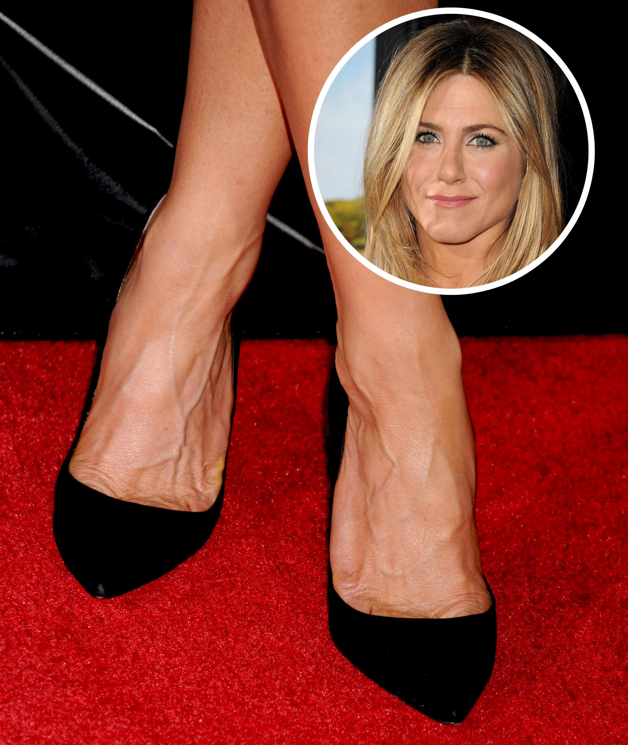 Jennifer aniston katie holmes and more stars with shockingly veiny feet life style - Jennifer aniston barefoot ...