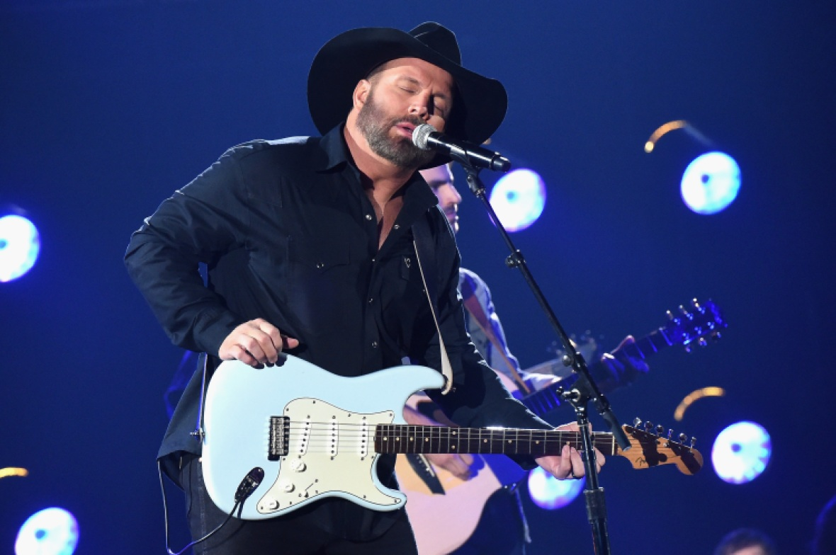 garth brooks cmas getty images