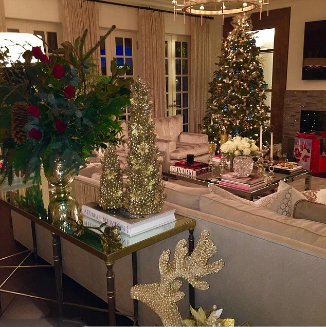 Celebrity Christmas Decorations Festive Pics Of Holiday Homes