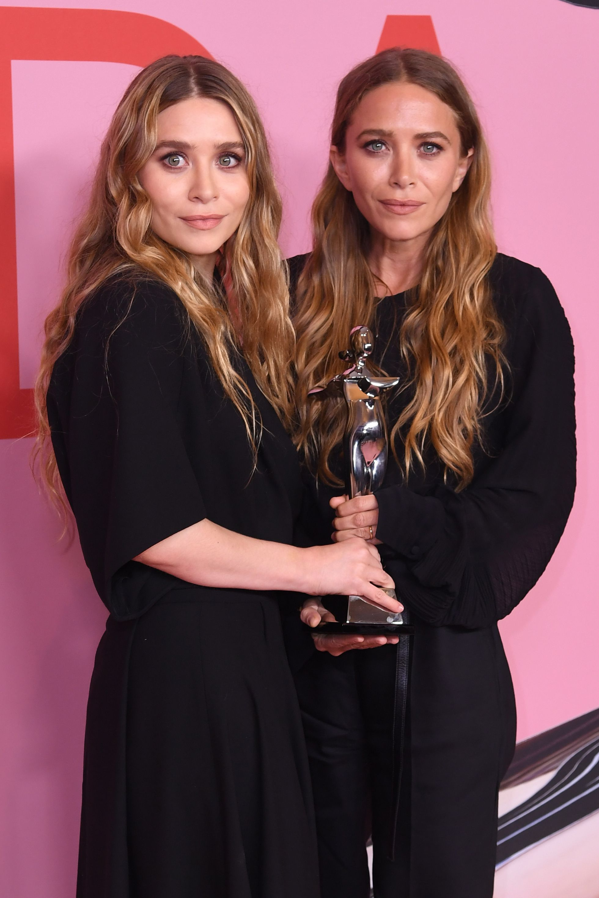 Mary Kate Ashley Olsen S Net Worth The Twins Are Conquering Fashion