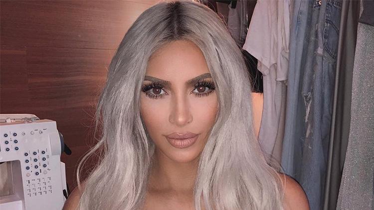 kim-kardashian-mirror-selfie