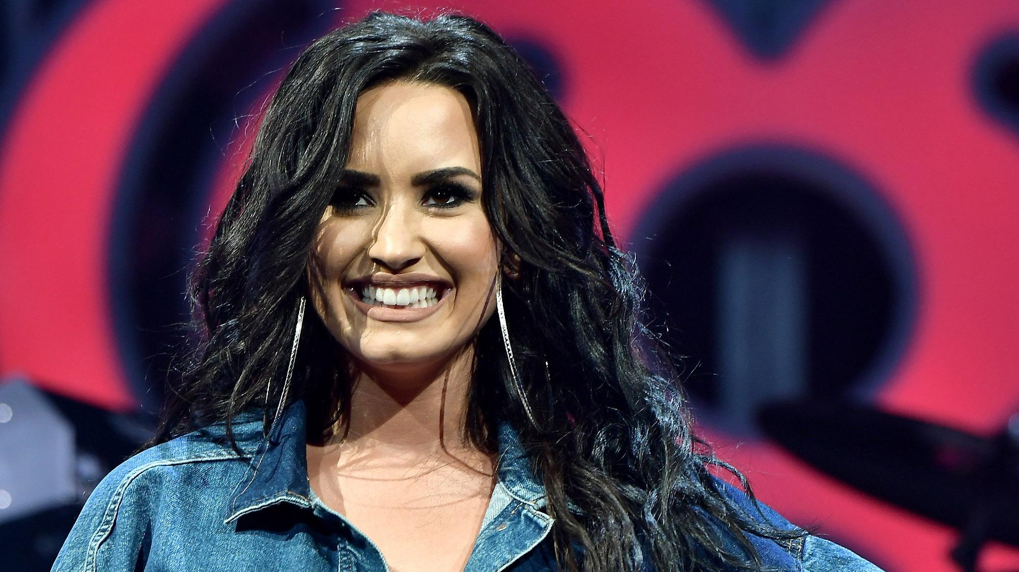 Demi Lovato, Smiling
