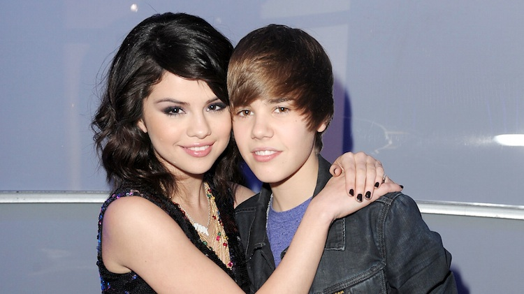 how did selena gomez and justin bieber started dating