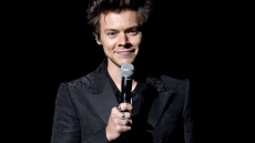 harry-styles-comes-out-bisexual