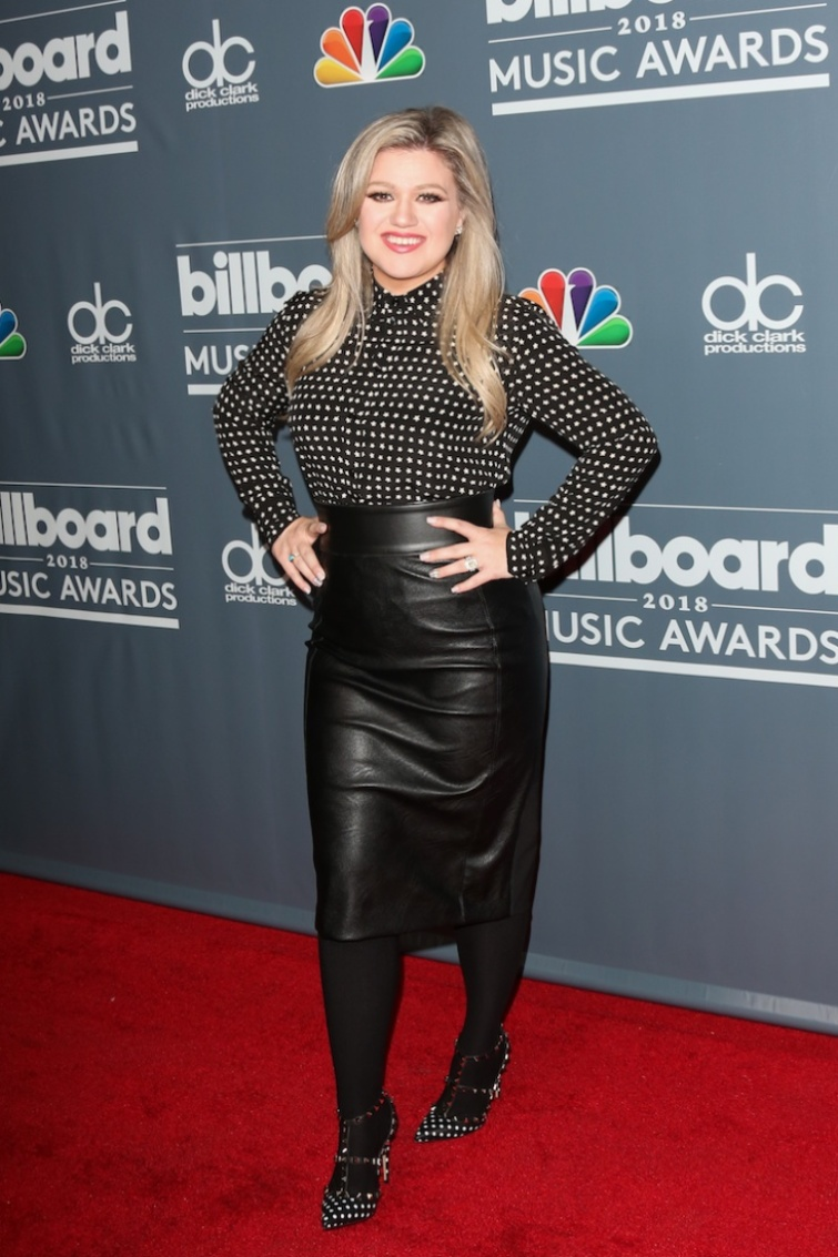 kelly clarkson getty images