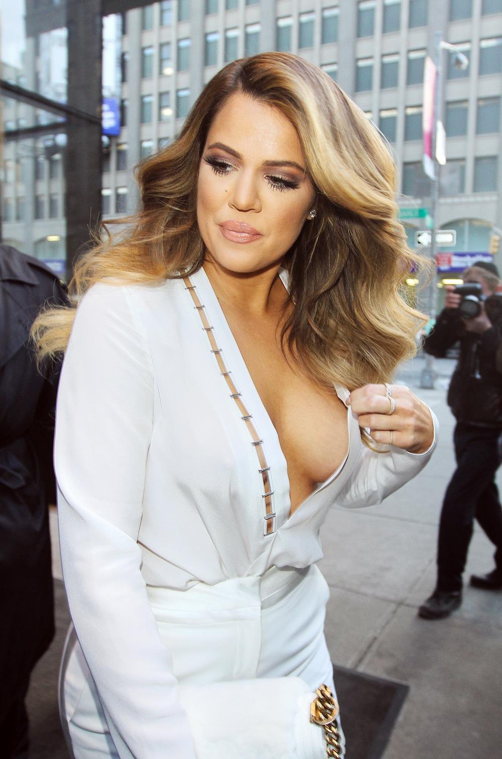 Twitter Cleavage Khloe Kardashian naked photo 2017