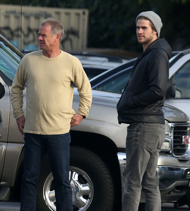 liam hemsworth and dad shopping