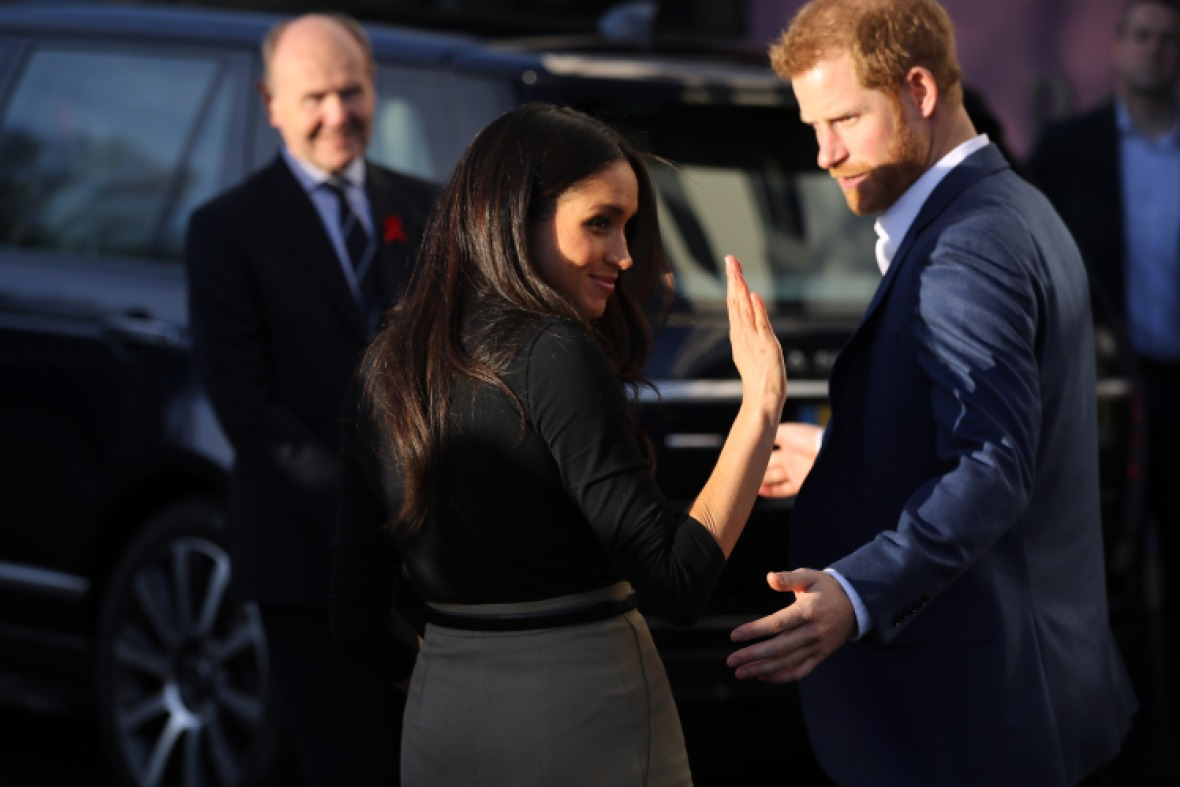 meghan markle waving goodbye