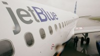 jetblue-plane-surrounded