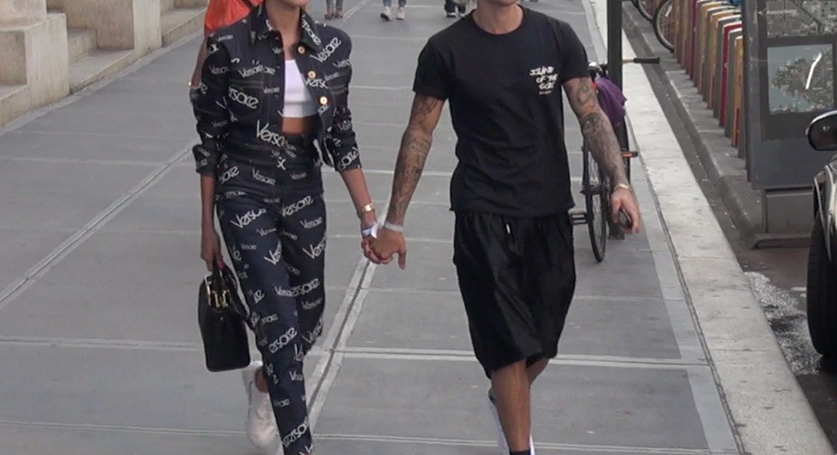 hailey baldwin and justin bieber holding hands and walking in new york