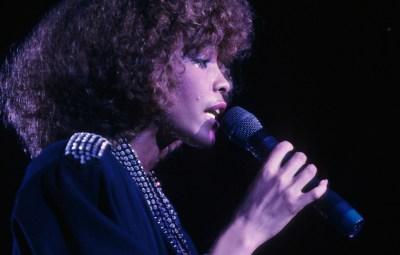 whitney-houston-performing