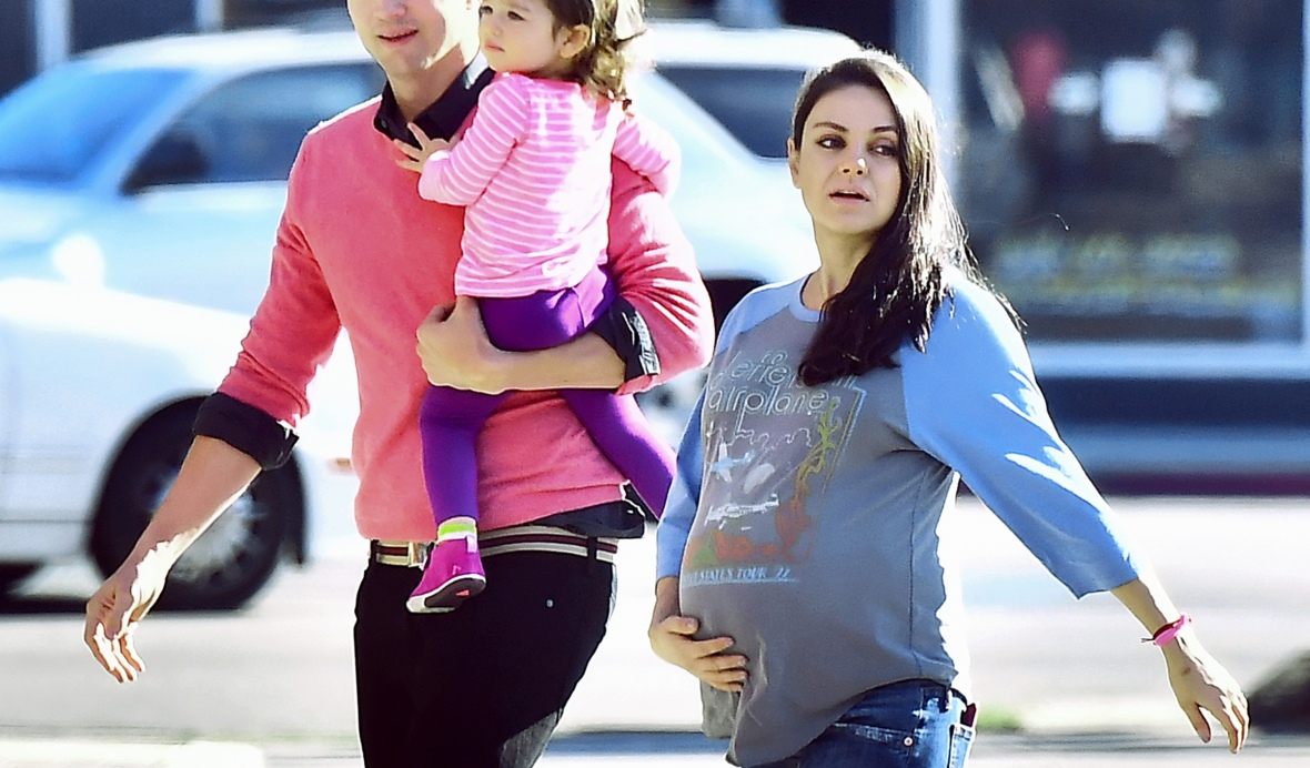mila kunis ashton kutcher splash