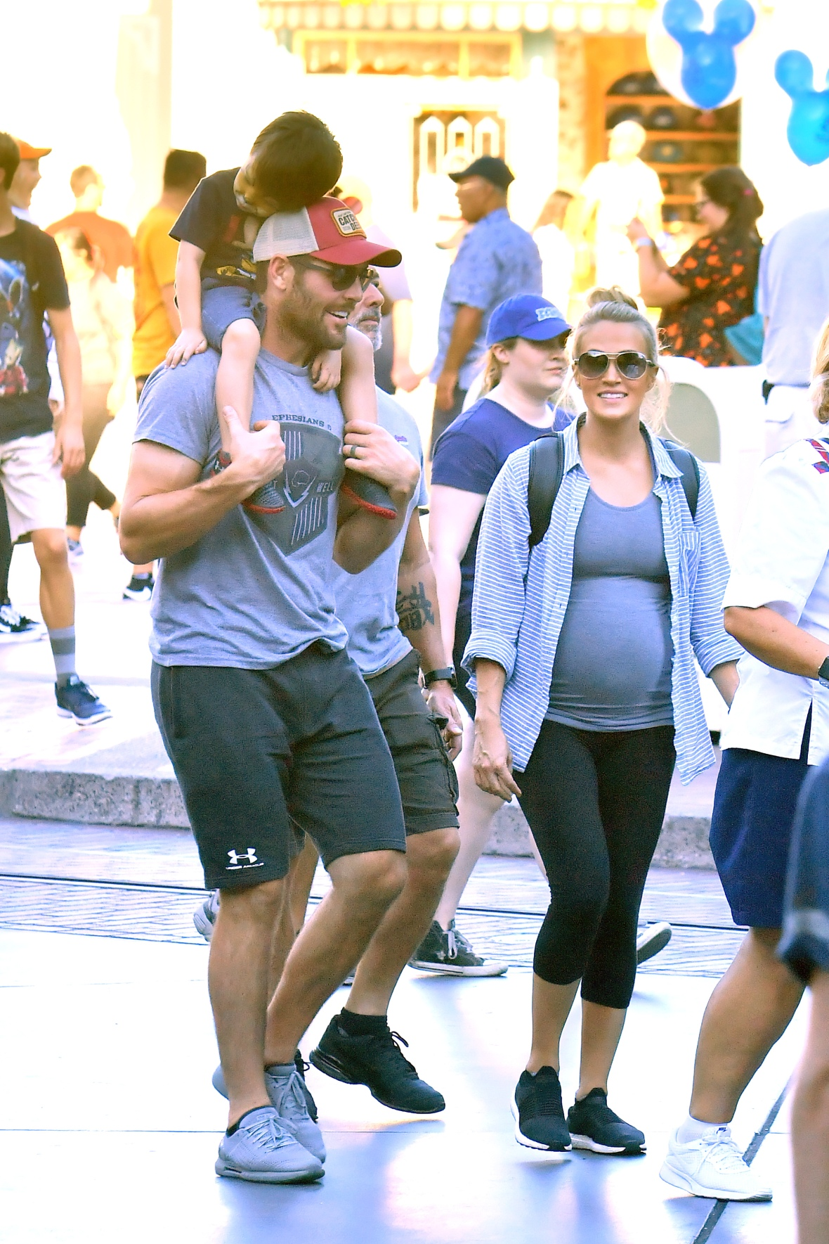 carrie underwood and mike fisher take son isaiah to disneyland