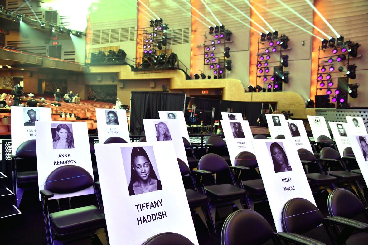 nicki minaj kylie jenner vma seating
