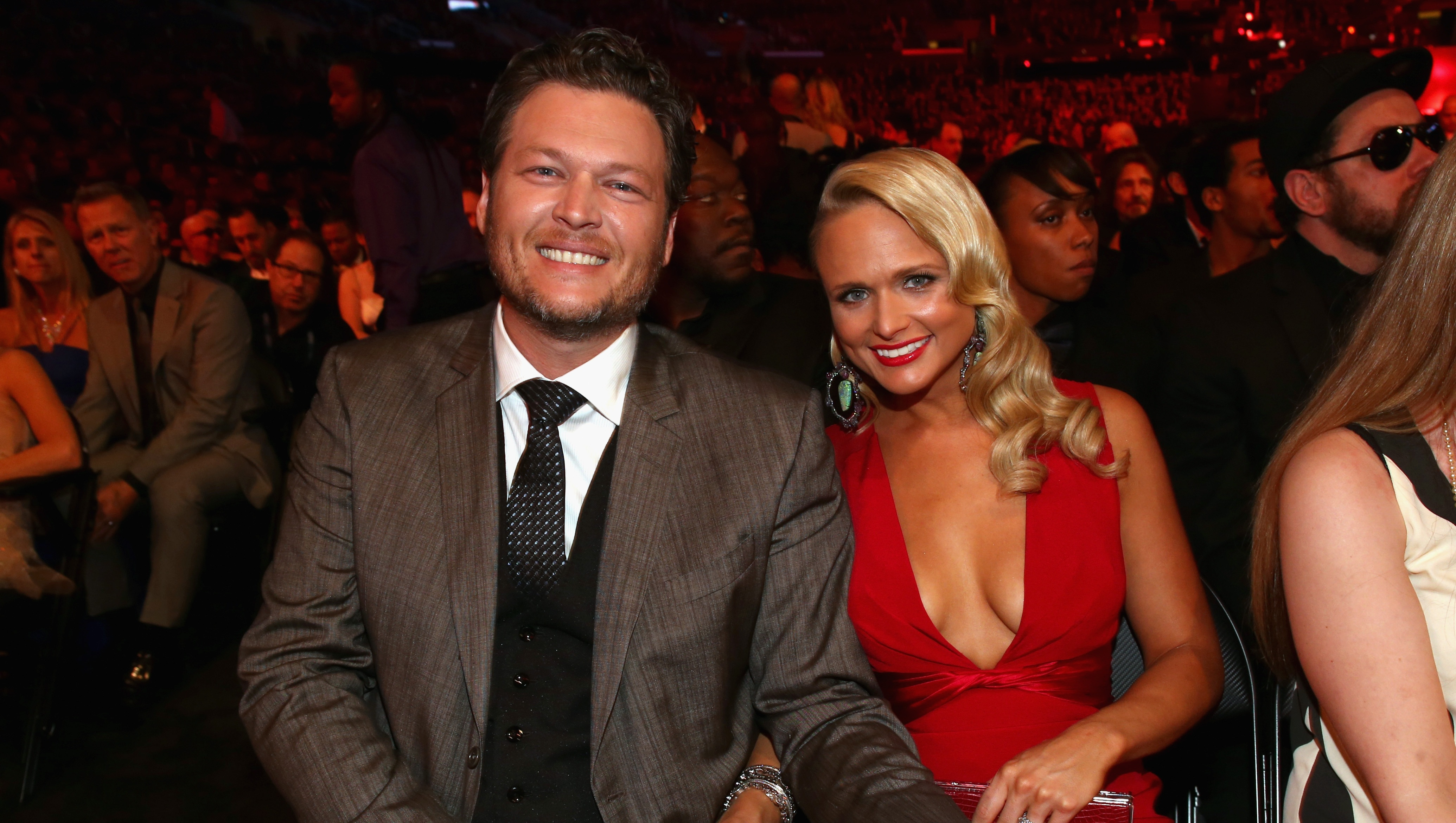 Blake Shelton and Miranda Lambert posing