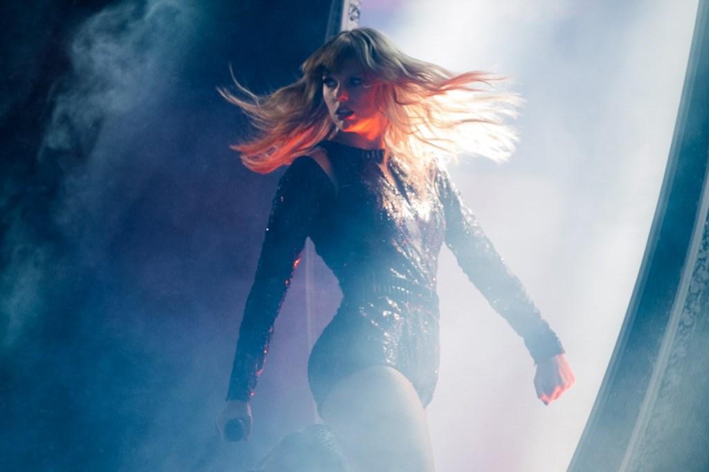 Taylor Swift at the 2018 AMAs