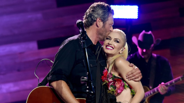 Blake and Gwen kissing at an event