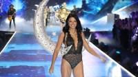 Adriana Lima walks in last Victoria's Secret Fashion Show